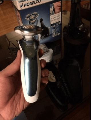 Philips-Norelco-7300-electric-shaver-2016-in-hand