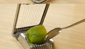 use an egg slicer to cut Kiwi
